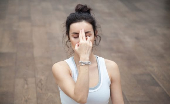 Respirazione Yoga a narici alternate: ricarica di ossigeno ed equilibrio
